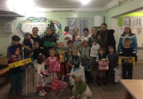 Kids from families with many children received gifts for the New Year!